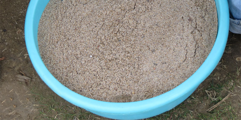 sand to fill yard hole